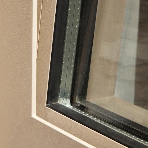 Les fenêtres avec ouvrant caché de Reynaers Aluminium pour des fenêtres simple vous est proposé par Europortes