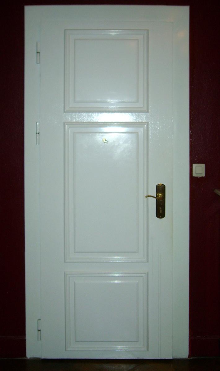 Porte blindée blanche avec recouvrement bois