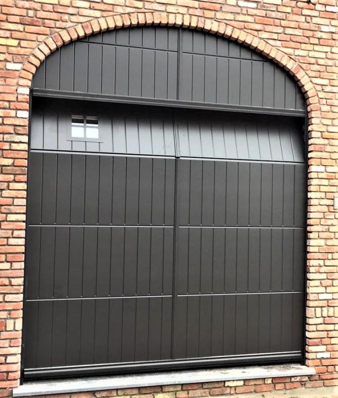 Europortes place les portes sectionnelles de type presbytère de MIBA
