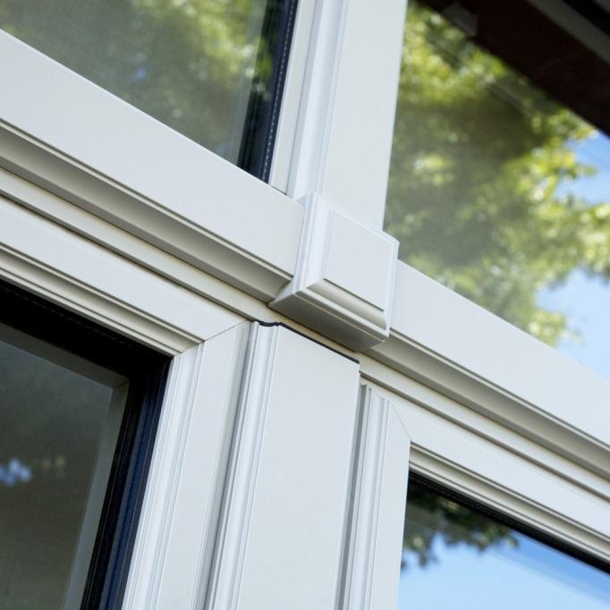 """Le design """"renaissance"""" de Reynaers Aluminium pour des fenêtres ouvragées vous est proposé par Europortes"""