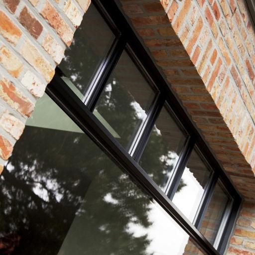 """Le design """"slim line"""" de Reynaers Aluminium pour des fenêtres fines vous est proposé par Europortes"""